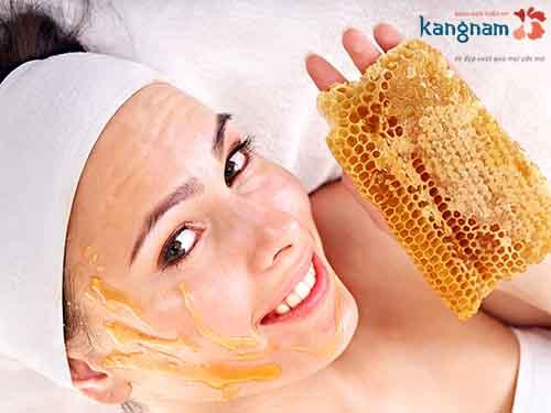 trị mụn trứng cá bằng mật ong với nghệ