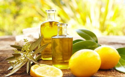 trị sạch mụn đầu đen bằng chanh và dầu oliu