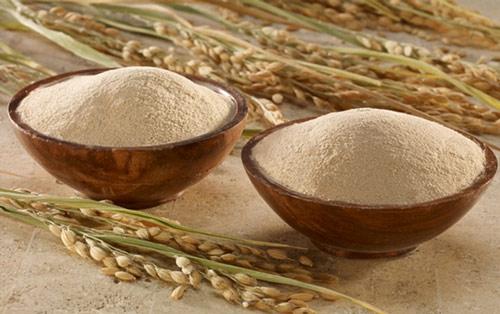 cách trị mụn bằng cám gạo