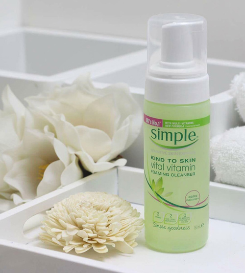 sữa rửa mặt Simple Skin To Skin Vital Vitamin Foaming Cleanser
